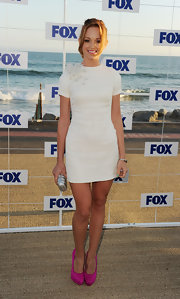 Jayma Mays attended the Fox All-Star Party in an ivory short sleeve shift dress with a floral shoulder accent.