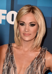 Carrie Underwood framed her face with this perfect layered cut for the 'American Idol' finale.