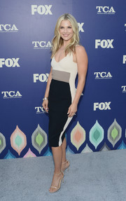 Ali Larter was svelte and chic in a figure-hugging tricolor dress during the 2016 Summer TCA Tour.