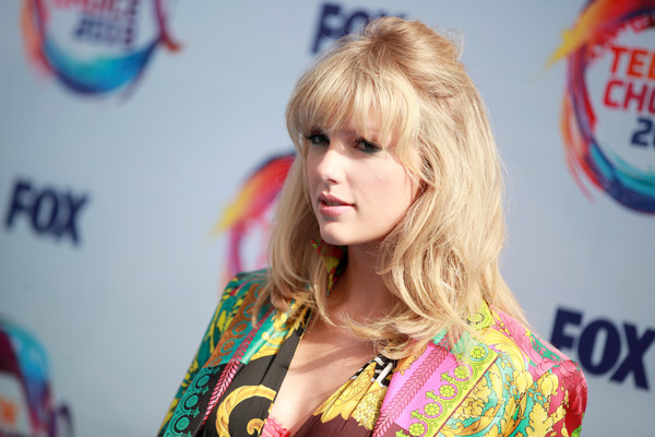 Taylor Swift went boho with this half-up hairstyle at the 2019 Teen Choice Awards.