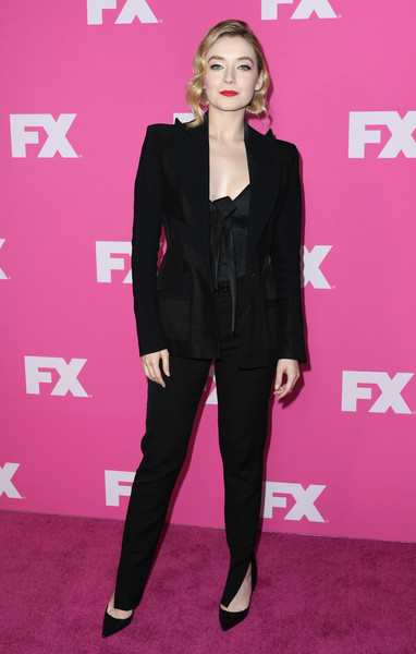 More Pics of Sarah Bolger Short Wavy Cut (1 of 8) - Sarah Bolger Lookbook - StyleBistro [clothing,suit,pink,pantsuit,carpet,red carpet,fashion,formal wear,flooring,premiere,red carpet,sarah bolger,fx networks,beverly hills,california,the beverly hilton hotel,starwalk,tca - arrivals]