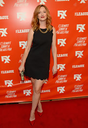 Judy Greer added a pop of color to her outfit with a pair of red pointy pumps.