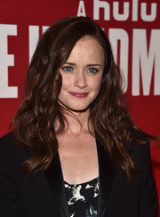Alexis Bledel worked a richly textured wavy 'do at the FYC event for 'The Handmaid's Tale.'