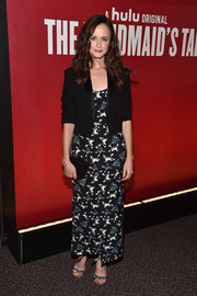 For her footwear, Alexis Bledel chose an elegant pair of silver bow sandals.