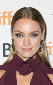 Rachel Skarsten glammed up her simple 'do with a dazzling pair of multicolored gemstone earrings.