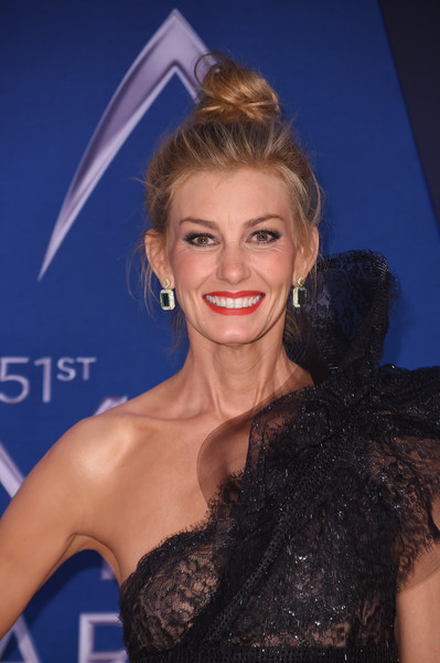 Faith Hill Hair Knot