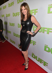 Allison Janney vamped it up at the fan screening of 'The Duff' in a skintight leather LBD.