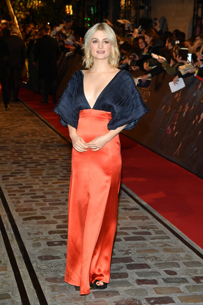 Alison Sudol looked gorgeous in a two-tone empire-waist gown by Lanvin at the world premiere of 'Fantastic Beasts: The Crimes of Grindelwald.'