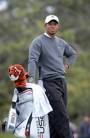 Tiger kept warm on the course with this gray crewneck.