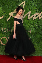 Olga Kurylenko was a vision in a black Temperley London gown with an embellished, illusion-panel bodice and a voluminous tulle skirt at the Fashion Awards 2017.