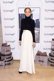 Nicole Richie contrasted her casual top with an elegant white skirt.