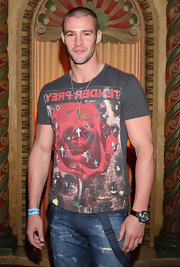 Kris Smith showed off his muscular physique in a graphic T-shirt at the Fashiontv Diamond Model Awards in Melbourne.