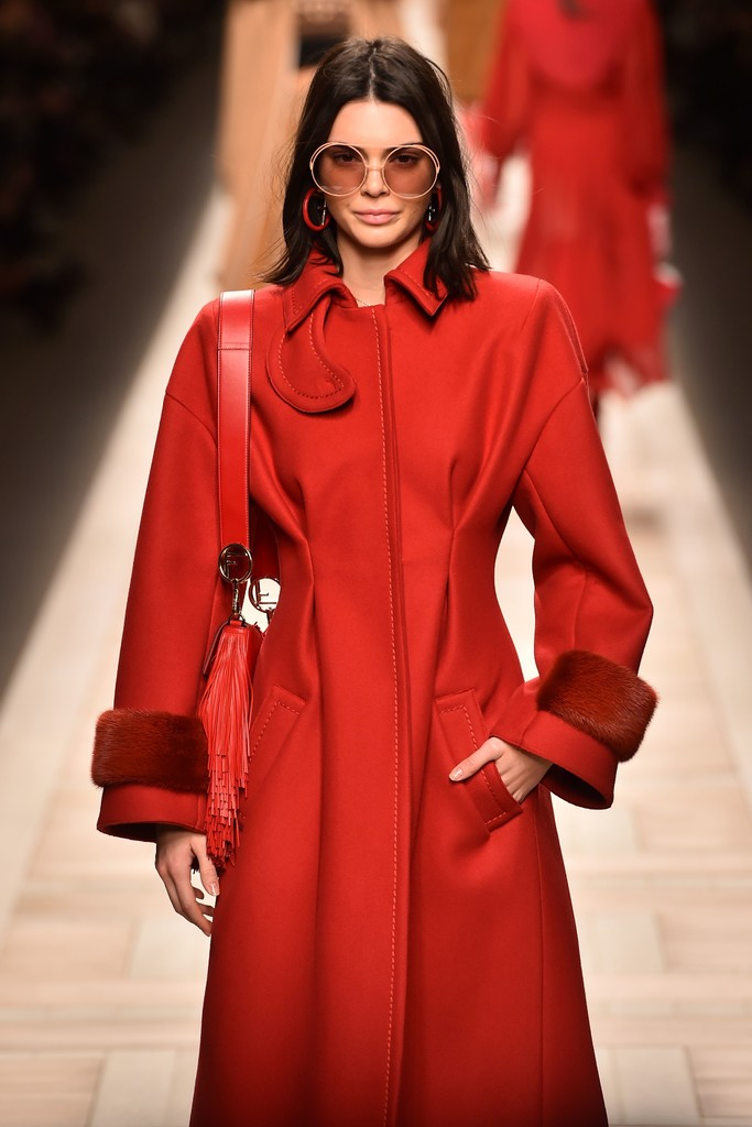 Kendall Jenner At Fendi Mfw Fall 2017 The Can 39 T Miss Celeb Looks From The Frow Stylebistro