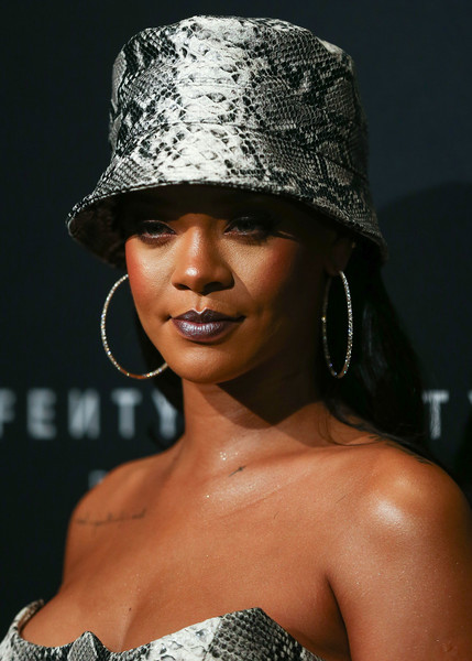 Rihanna blinged up with a pair of oversized diamond hoops.