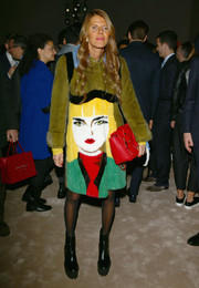 Anna dello Russo added an extra dose of brightness to her outfit with a red chain-strap bag.