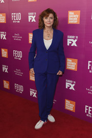 For her footwear, Susan Sarandon chose a pair of white oxfords with pink laces.