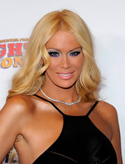 Jenna Jameson paired a glittery icy blue shadow with iridescent purple liner to create her dramatic eye makeup look at the 2011 Fighters Only World Mixed Martial Arts Awards.