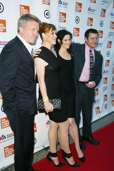Molly Ringwald finished off her all-black ensemble with a stylish quilted clutch.