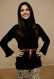 Victoria Justice wore this brown leather belt with her black turtleneck for her Sundance Film Festival portrait.