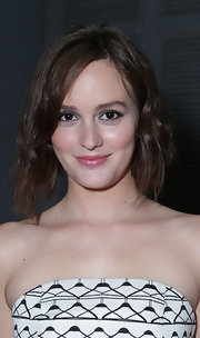 Leighton flaunted her new short and edgy crimped 'do at the 'Flaunt Magazine' soiree.