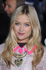 Laura Whitmore wore her hair in subtle waves when she attended the UK premiere of 'Flight.'
