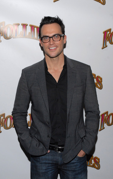 Cheyenne Jackson showed off his classic taste with a gray blazer and black button-down ensemble.