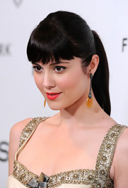 Mary Elizabeth Winstead wore her dark locks in a sleek ponytail with full brow-grazing bangs at the 'InStyle' Golden Globe Awards Event.