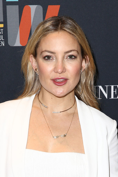 Kate Hudson sported an elegant Doves by Doron Paloma diamond collar necklace.