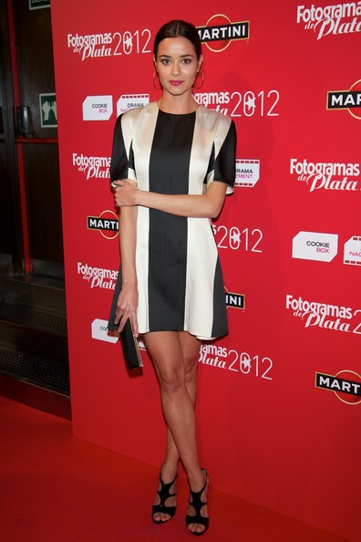 Dafne Fernandez channeled the '60s with this Twiggy-inspired black and white striped dress.