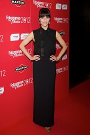 Maribel Verdu dressed up her evening look with this long black skirt.