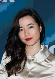 Maya Erskine wore her long wavy locks swept to one side during the Fox All-Star party.