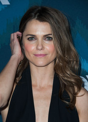 Keri Russell wore her hair slightly tousled at the top and wavy down the ends during the Fox All-Star party.