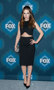 Elizabeth Gillies showed off her fit abs in a tight black crop-top during the Fox All-Star party.
