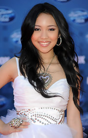 Thia Megia styled her hair in soft long curls at the results show of 'American Idol.'