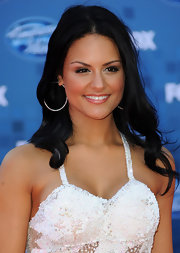 Pia Toscano styled her hair in center part curls for the 'American Idol' finale show.