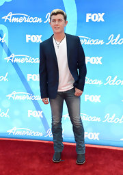 Scotty McCreery chose a pair of classic jeans for his red carpet look at the 'American Idol' results show.