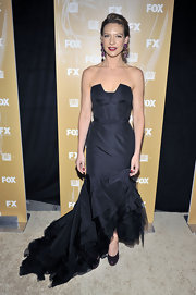 The cascading ruffle and tulle accent on the bottom of Anna Torv's gown made this whole look extra fabulous.