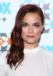 Rebecca Rittenhouse was gorgeously styled with this wavy side sweep at the Fox Summer TCA All-Star Party.