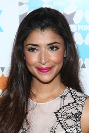 Wearing a bold pink lip color, Hannah Simone oozed femininity at the Fox Summer TCA All-Star Party.