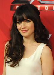 Zooey Deschanel wore lengthy false lashes and lots of mascara during 'The X Factor' season finale.
