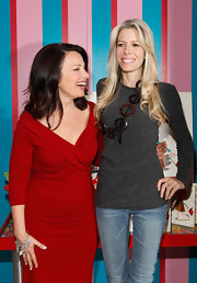 Aviva Drescher attended a Fran Drescher event wearing a casual long-sleeve top.