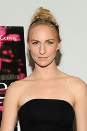 Mickey Sumner chose a messy updo accessorized with a double-banded headband for her chic look at the premiere of 'Frances Ha.'