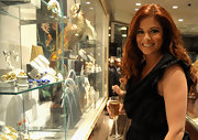 Debra Messing's long auburn tresses were gleaming at Fred Leighton during Fashion's Night Out in New York. Her natural curls were looking lovely as they cascaded over her shoulders.