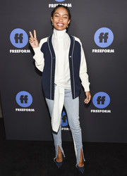 Yara Shahidi coordinated her look with a pair of blue Rene Caovilla pumps.