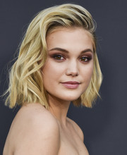 Olivia Holt looked oh-so-cool with her tousled wavy bob at the Freeform Summit.
