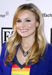Kristin Bell styled her hair in a straight hairstyle that provided the perfect frame for her face.