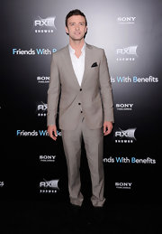 Justin Timberlake looked sleek in an ecru suit for the NY premiere of 'Friends with Benefits.' Justin opted to go sans tie for the occasion.