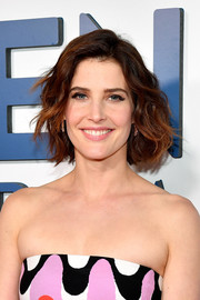 Cobie Smulders looked adorable with her wavy bob at the New York premiere of 'Friends from College.'