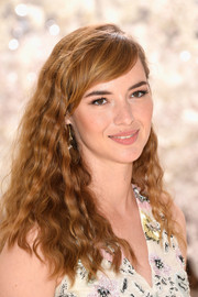 Louise Bourgoin looked very pretty with her tight waves and side-swept bangs at the Dior Couture fashion show.