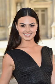 Isis Valverde opted for a simple yet classic center-parted hairstyle when she attended the Dior fashion show.